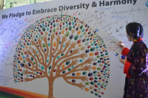 A Ladakhi girl takes a pledge of Live to Love by signing on board.